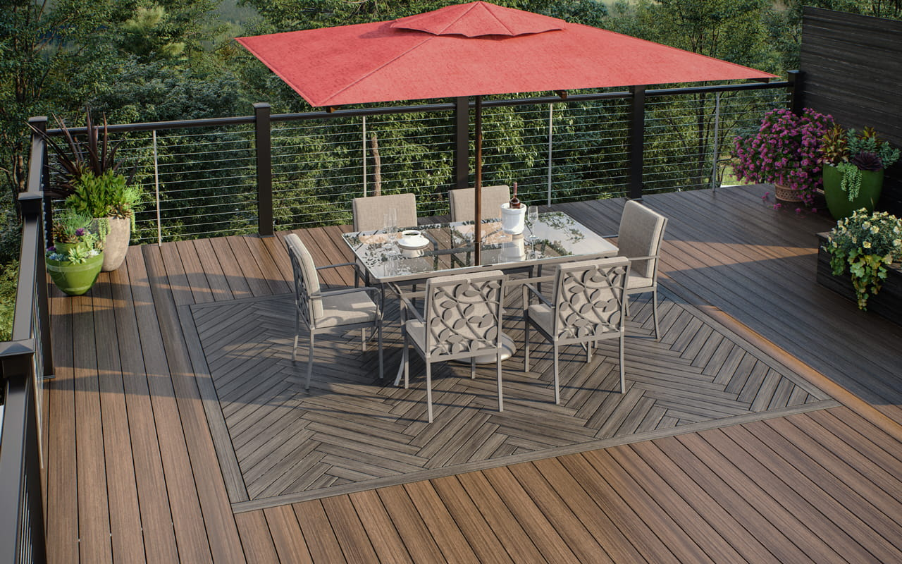 Vista Ironwood 6 inch deck boards with Vista Driftwood 4 inch deck board design inset